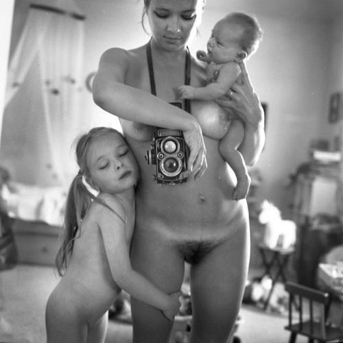 Anastasia-Chernyavsky-nuda-figli