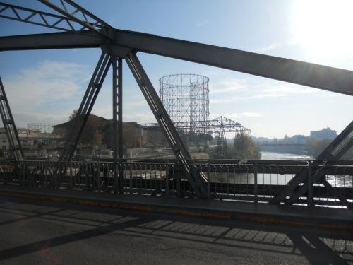 il ponte di ferro sul porto fluviale