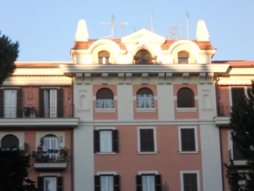 le finestre (ultimo piano) di Lucilla in viale Mazzini