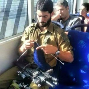 Soldato israeliano sull'autobus